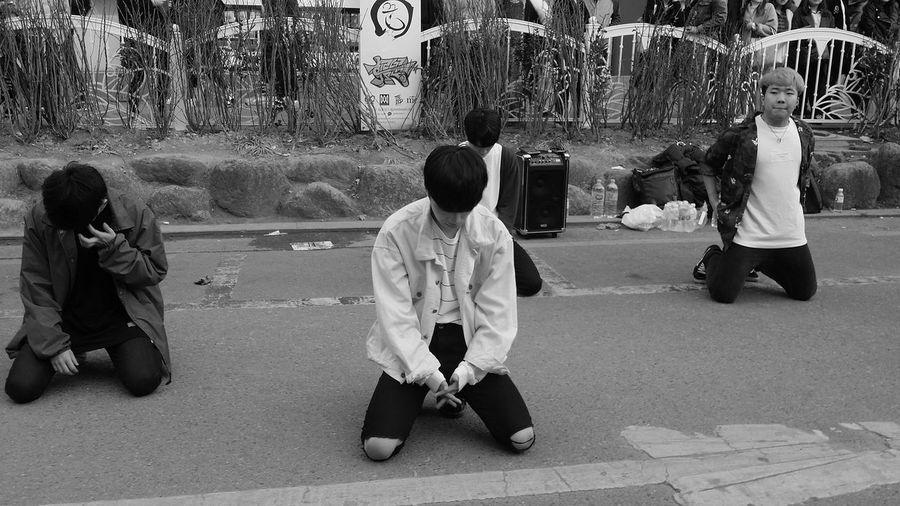 K Pop K Culture Korean Youth Dancing Dancers Performance Streetperformance Bnw_streetphotography Streetphotography Kr_streetphotography Seoul_streetphotography Hongdae Bnwkorea Bnwseoul Bnwphotography Seoul Southkorea Seoulspring2017
