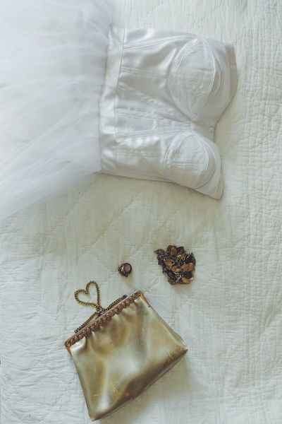 wedding dress High Angle View Indoors  No People Close-up Day Bedroom Bed Accessoires Accessory Accessories Dress Ball Dress Wedding Dress Wedding White Background Golden Gold Purses Silk Vintage Old White Purse Heart Heart Shape Lieblingsteil