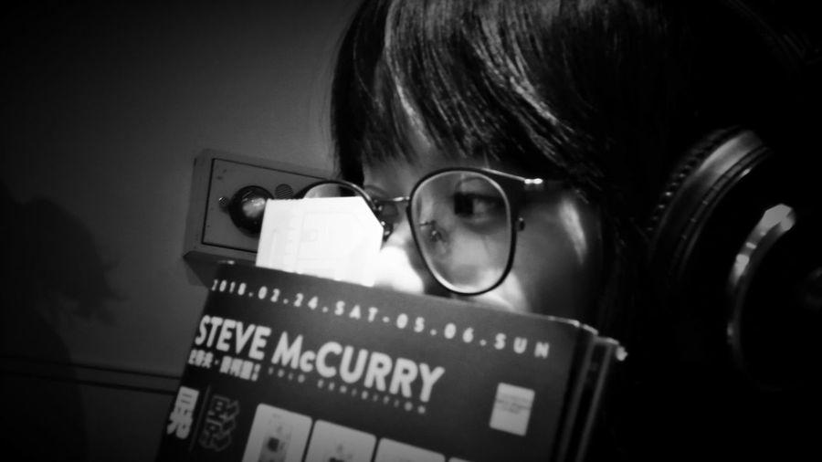 2018/4/1 速寫朋友 於臺北當代藝術館---「晃│影-史帝夫 ‧ 麥柯里個展」 Taiwan Museum Bw_lover BW_photography Friendship Friend Friends B&w Photo B&w Bw Photography B&w Photography Bwphotography Bw Student Eyeglasses  Learning Headshot Education Human Eye Eyesight EyeEmNewHere