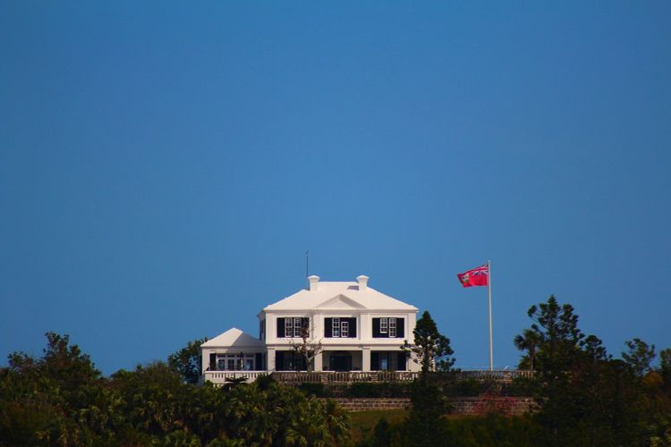 House on de Hill Architecture Bermuda Bermuda Flag Bermuda House Blue Building Exterior Built Structure Clear Sky Copy Space Day Flag House House On The Hill Low Angle View Nature No People Outdoors Patriotism Sky Tree