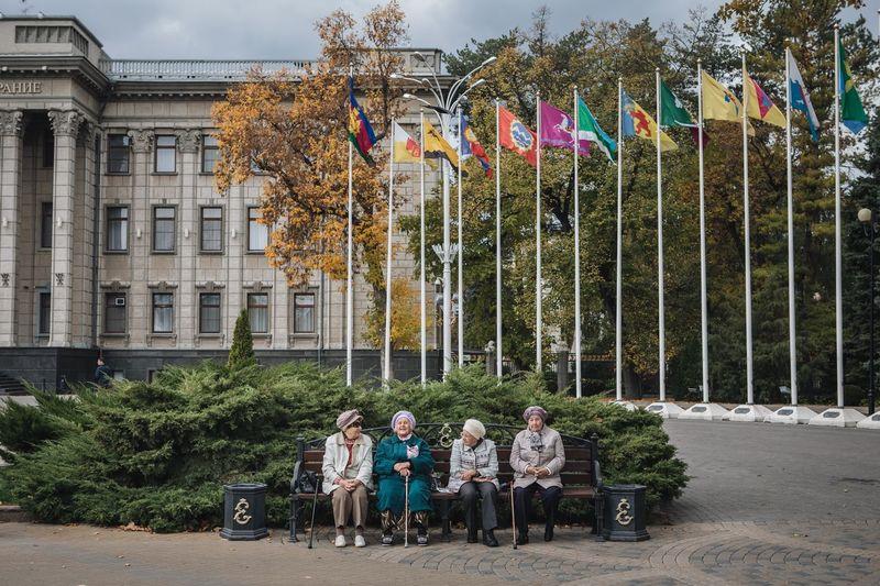 Ждуны Krasnodar Life Trivia Full Length Casual Clothing Day Women Front View Outdoors Men