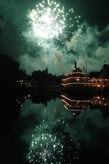 🎆💚 My Favorite Place Disney Magic Kingdom Firework Fireworks Green River Boat Liberty Square Liberty Square Riverboat Riverboat