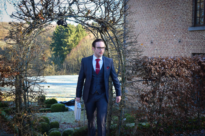 Portrait Looking At Camera One Person Nature Tree Standing One Man Only Adults Only Outdoors Front View Fashion Adult Only Men People Beauty In Nature Suit Day Businessman Period Costume