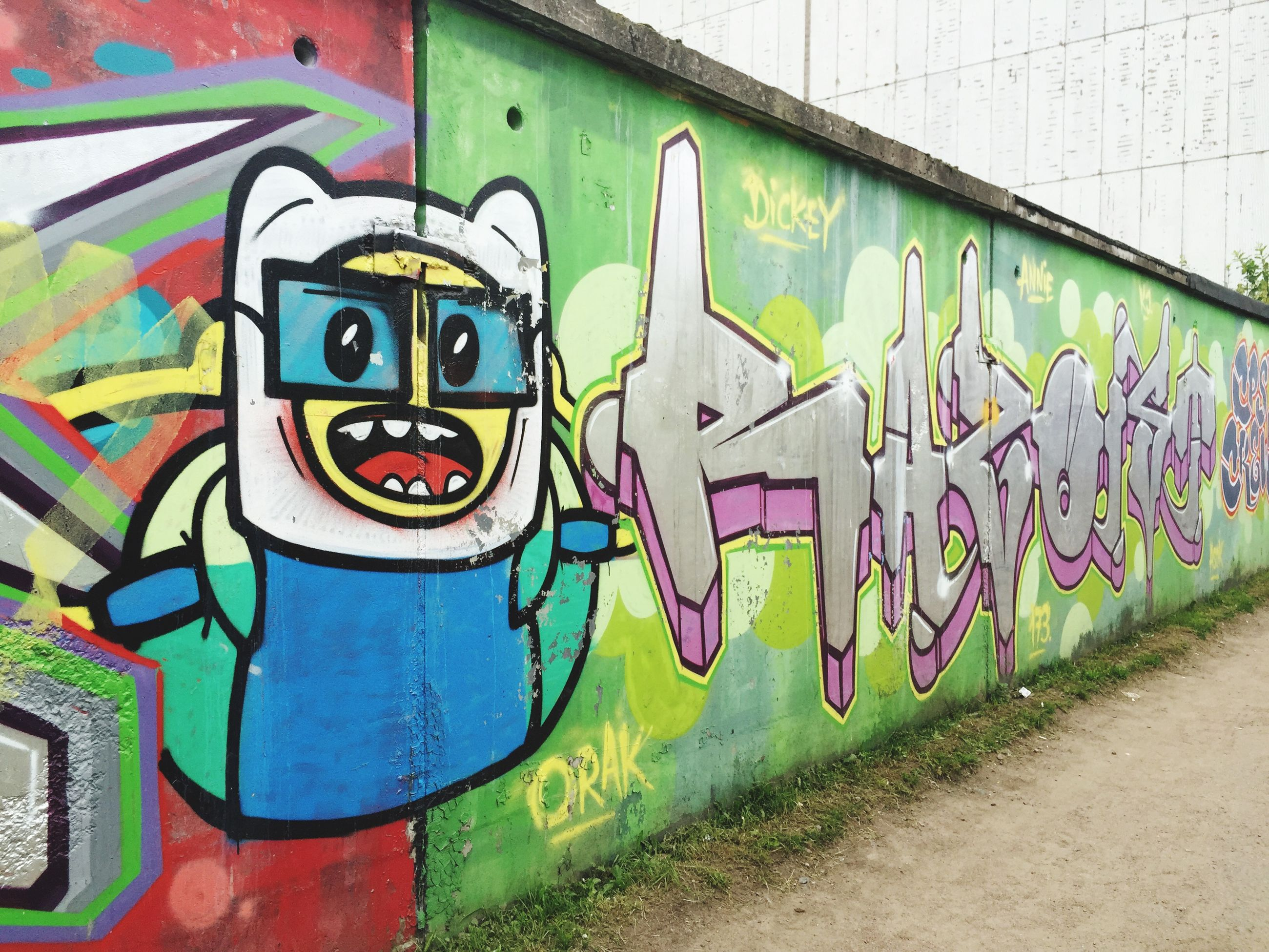 graffiti, art, creativity, art and craft, multi colored, wall - building feature, street art, built structure, architecture, text, wall, western script, building exterior, vandalism, communication, mural, day, no people, outdoors, pattern