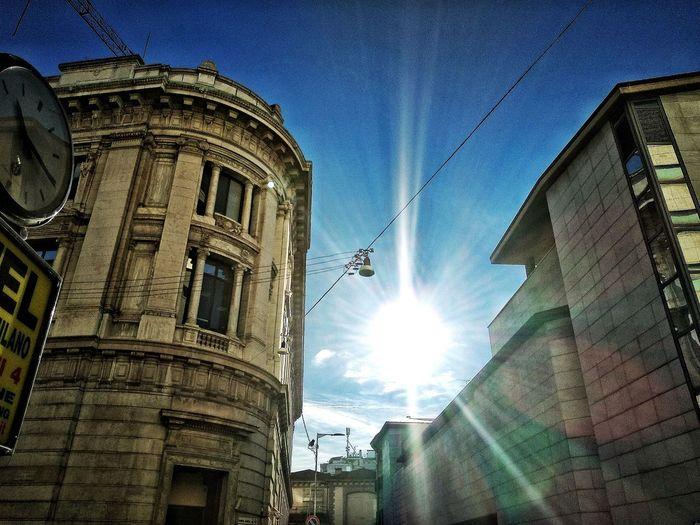 Piazza Edison / Via Moneta (Banca d'Italia), Milano, Ottobre 2018 Hdr_Collection Urban City Sky Sun Low Angle View Architecture Building Exterior Built Structure