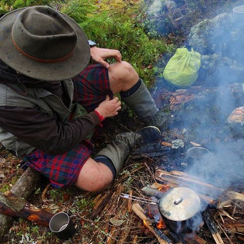 Cuts, bruises, blood and guts! Surrounded by misery and wet woodlands.. And freaking loving every second of it! Ruffday Roughingit Woods Kilt maninakilt bushcraft campvibes campfire msr tulilla vivobarefoot barefoot cutsandglory outdoors manly swagger woodlandswagger