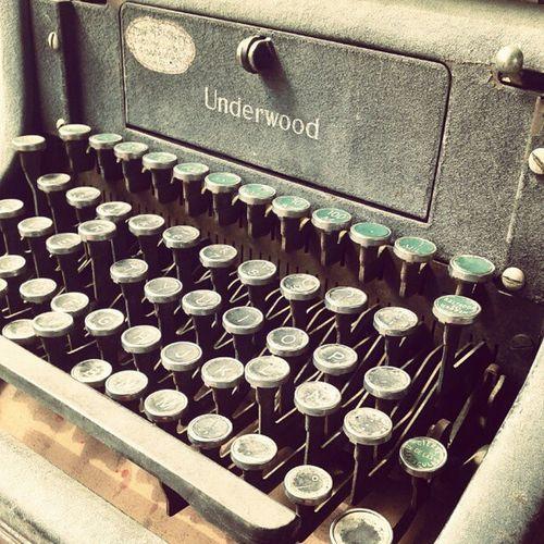 Old school keyboard Oldtimes Oldschool Instamood Instagood Love Vintage Acenturyago Igers Guayaquil Ecuador POV Underwood Qwerty Typewriter