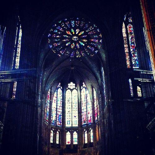 Catedral de Leon si estas Vidrieras nos impresionan, ni me imagino lo que tuvo que ser para los habitantes de siglos atrás...