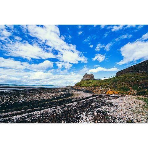 Lindisfarne castle... Lindisfarne HolyIsland Northumberland Explorenland CapturingBritain Ukpotd Icu_britain Fiftyshadesof_history Landscape Landscape_captures Loves_united_kingdom Loves_landscape Cloudporn Skyporn