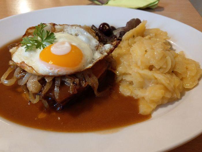 Im Bayerischen Hof crailsheim Foodporn Foodphotography Pork Mittagessen Dinner Food Egg Yolk Fried Egg Breakfast Sunny Side Up Egg Savory Food Plate Food And Drink
