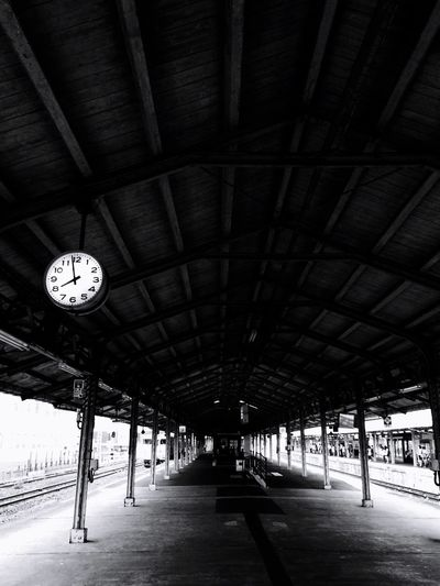 駅 7:58