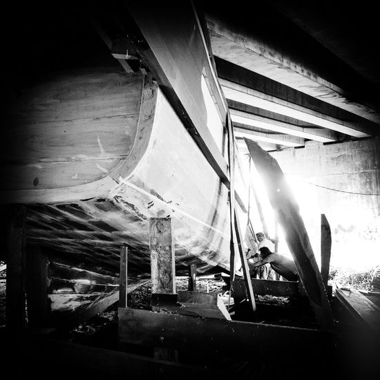 Craftsmen building a boat the traditional way in Malaysia Boats⛵️ Craftsmanship  Traditional Boat Building