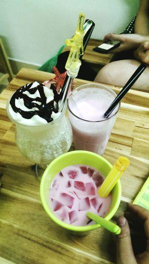 Một mình hai cốc =))) Đừng hỏi vì sao em béo Drinks Coffee Frozen Yogurt Yogurt♡♡♡♡♡