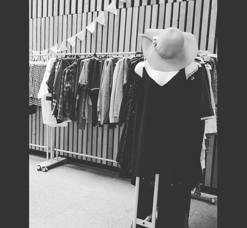 Fashion Second Hand Hanging Day