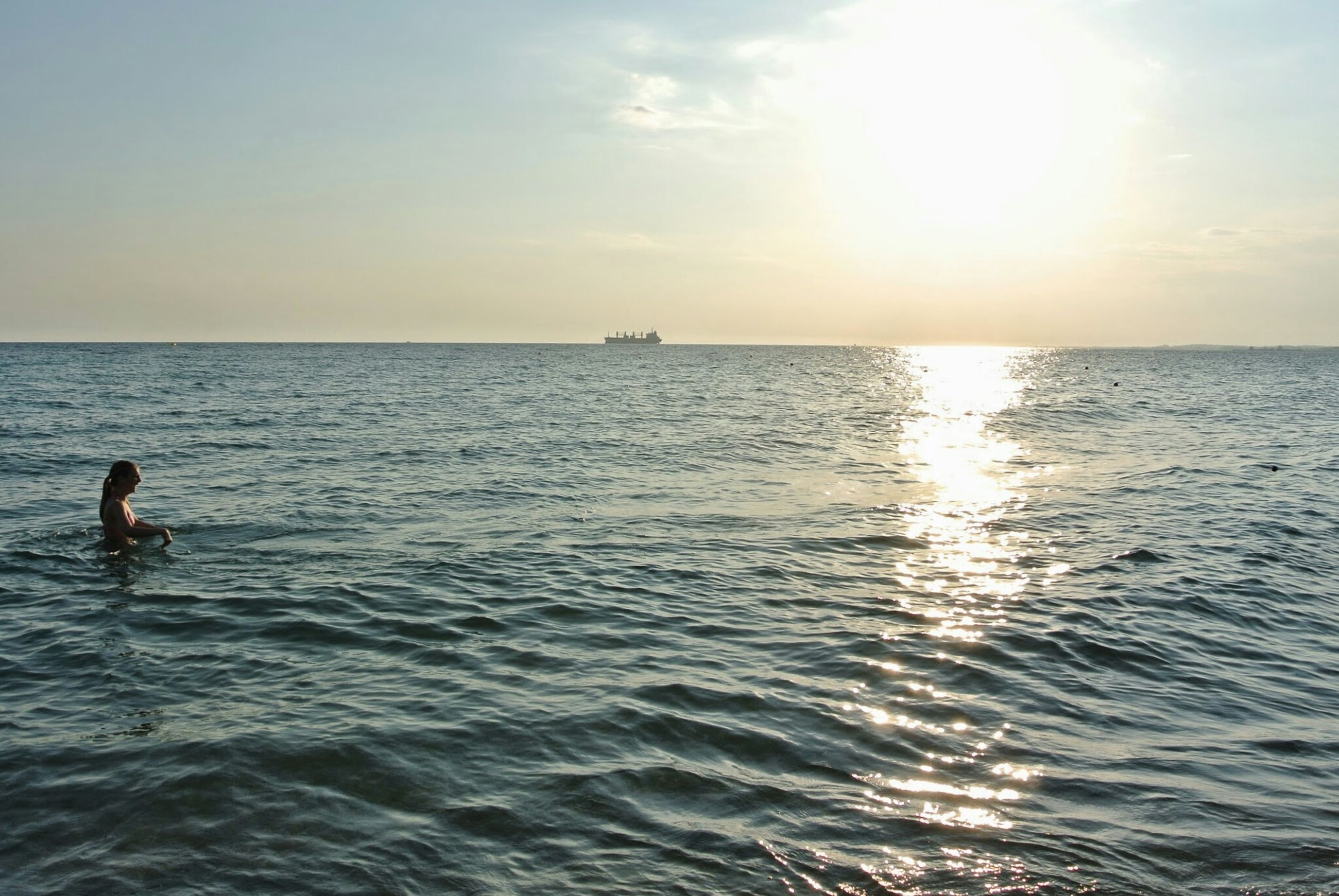 sea, water, horizon over water, leisure activity, waterfront, lifestyles, sun, sky, scenics, men, beauty in nature, rippled, tranquility, vacations, tranquil scene, sunlight, nature, seascape