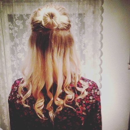 Gestern Abschlussball von der Tanzschule Falk Tanzschulefalk und eine Frisur gemacht Liosnapshot Achtungjetztfolgenkrassegirlyhashtags Hairstyle Dutt Curls Blond Style Colour Beautiful Girly Schön Ichliebemeinehaare Dress Nice Pretty Iamthebeautifullestthingonearth