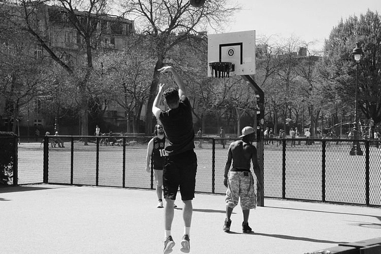 Sport Basketball Streetphotography e EyeEm Best Shots Hanging Out OpenEdit Blackandwhite Black & White