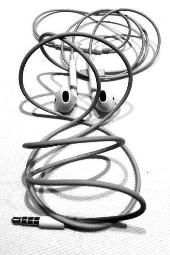 Earbuds Earphones Earpods B&w