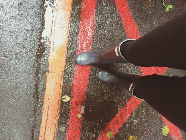 下雨天 穿雨鞋踩水的樂趣 哈哈