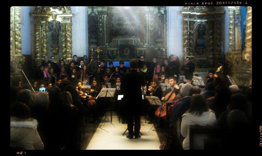 Orquestra e Coros da Escola de Artes da Bairrada, ontem, na Igreja de Sangalhos. Music Xmas2013 EAB