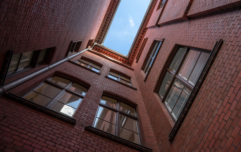 Apartment Full Frame Reflection Nature Cloud - Sky Residential District Outdoors Sky City Glass - Material Day Brick Wall Wall No People Low Angle View Building Window Building Exterior Built Structure Architecture Old Brick Building Brick Glass Krull&krull Backyards