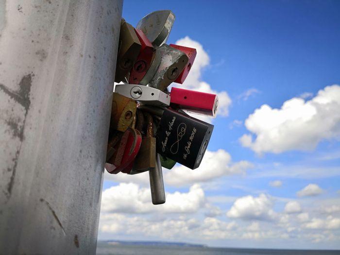 Alte Liebe rostet nicht! Hanging Beach Blue Close-up Love Lock Hope Locked