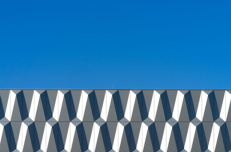 Modern Abstract Minimalism Minimalistic Metal Aluminum Futuristic Krull&Krull Minimalistic Blue Sky Copy Space Clear Sky Pattern No People Nature Low Angle View Day Architecture Sunlight Built Structure Side By Side Building Exterior Repetition In A Row Design Outdoors Shape Geometric Shape