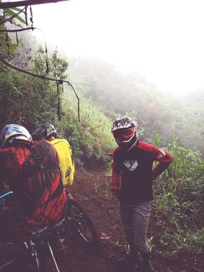 Mountain Biking Indonesian Street (Mobile) Photographie #likeforlike #likemyphoto #qlikemyphotos #like4like #likemypic #likeback #ilikeback #10likes #50likes #100likes #20likes #likere Downhill Bike Trail