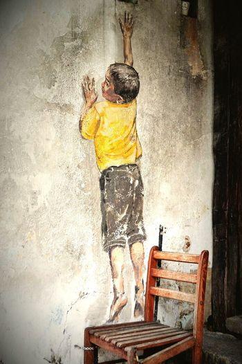 Malaysia Pulau Penang Georgetown Streetart Ernest Zacharevic Chair Boy