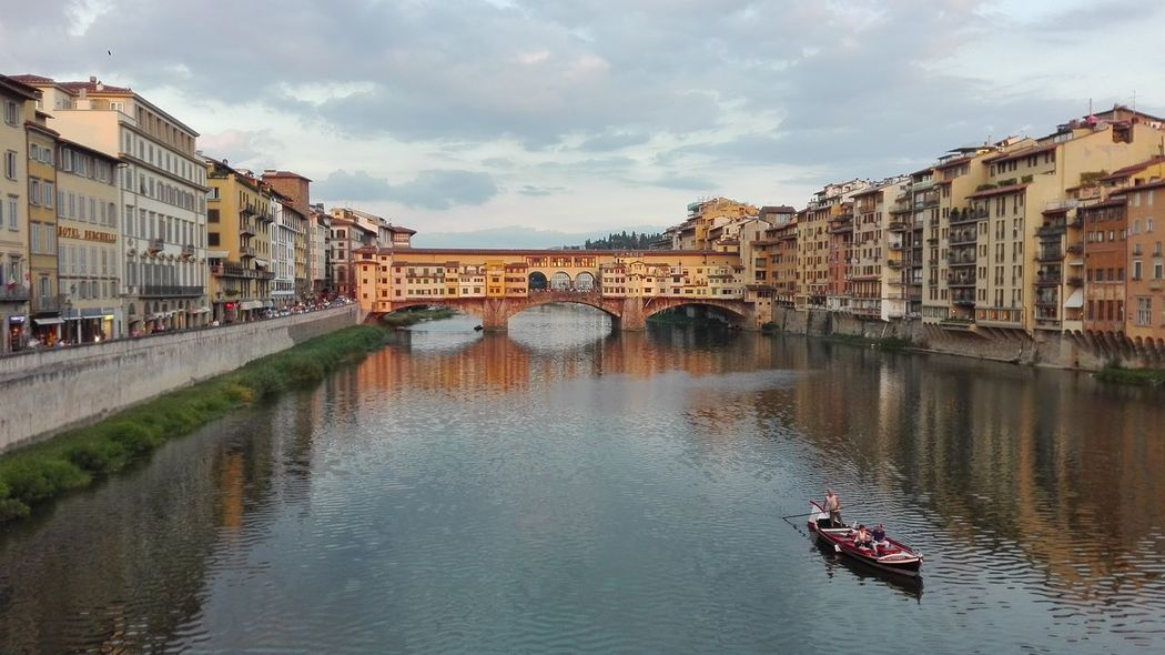 Relaxing Hello World Florence Italy Old Bridge Tuscany My City Is Beautiful Italy Streetphotography Enjoying Life Cloud - Sky My Holidays Summertime Good Times I Love My City❤ Great Atmosphere Magic Moments Magic Hour