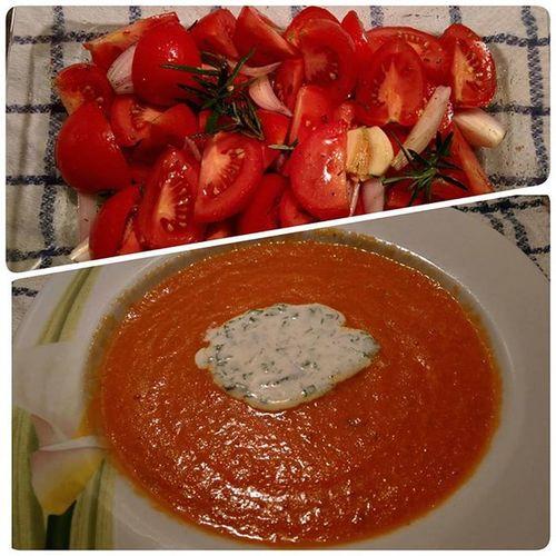 Heute habe ich die Tomatensuppe von @1kitchenstories probiert. Wirklich leicht und sehr lecker! Tomaten Tomatensuppe Koriander Zwiebel Schmand Gesund Abendbrot Wegmitdemspeck