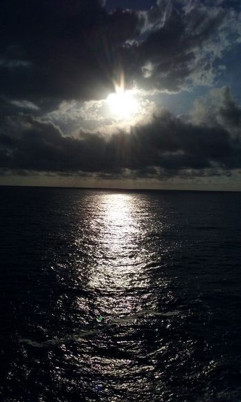 no te quiero perder..... Sky And Sun And Clouds Water Sea Sunset Sunlight Sun Reflection Sunbeam Sky Horizon Over Water Sky Only Dramatic Sky
