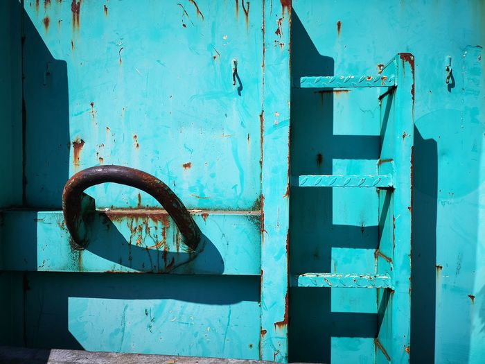 Rooms EyeEm Street Photography EyeEm Abstract Rusty Wood - Material Blue Golf Club Latch Door Run-down Old-fashioned Metal Close-up Weathered