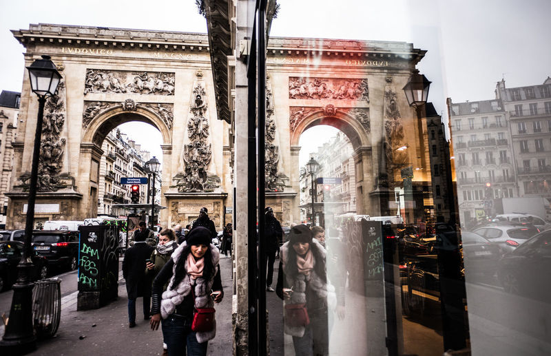 Porte Saint-Denis Architecture Reflections City Arch Streetphotography Street Photography Window Reflections Mirrored Daily Life Paris Day To Day My Paris City Life The Week on EyeEm