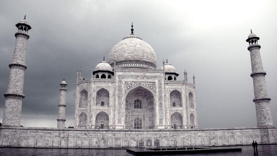 India Indian Love Monsoon Noorjahan Rain Shahjahan Taj Mahal Taj Mahal, Agra Architecture Building Exterior Different Perspective Dome History Incredible India Monochrome Monument Mughal No People Outdoors Tourism Travel Destinations First Eyeem Photo The Traveler - 2018 EyeEm Awards