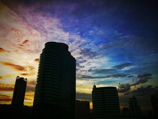 My Smartphone Life Sky Sunset Cloursplash Cityscapes ท้องฟ้า เหมือนภาพวาดเลย