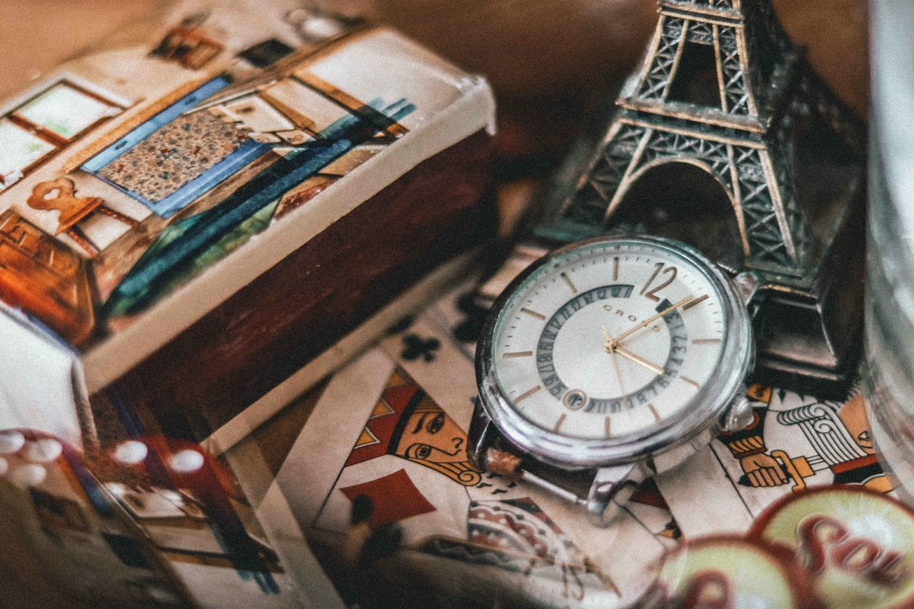 HIGH ANGLE VIEW OF CLOCK AT TABLE