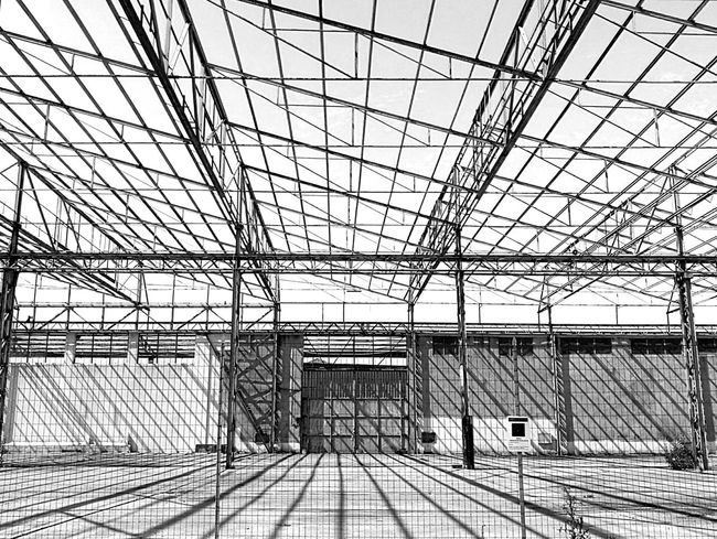 20/06/17 Blackandwhite Black And White Streetphotography Urban Exploration Monochrome Street Photography Onephotoaday Huaweiphotography HuaweiP9Photography HuaweiP9 Landscape Building Exterior Built Structure Architecture