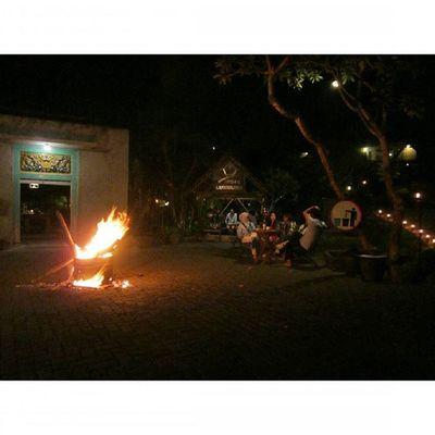 Outdoor Dinner with Bonfire at Kampunglumbung Kotabatu INDONESIA PwC Lenovotography Photooftheday Pocketphotography Photostory Lzybstrd
