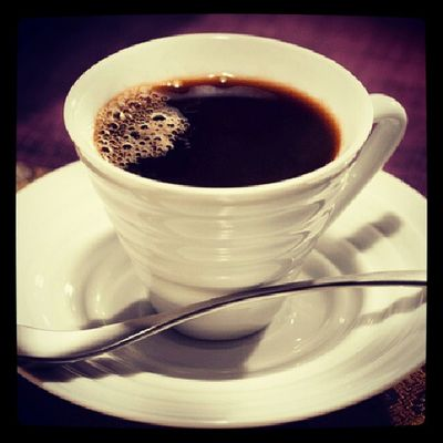 Café... Bem forte, levemente adoçado, com um toque de canela e se tiver na versão caminhão pipa... Manda vir 2!!