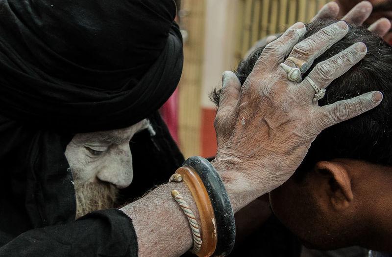 Man sadhu blessing man
