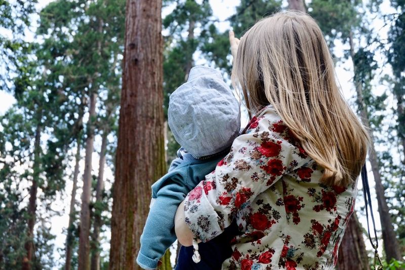 Childhood Son Mother & Daughter Forest Trees Sequoia Tree Sequoia Tree Sequoia Seqouia Trees Outdoors Tree Rear View Plant Leisure Activity Women Two People Lifestyles Clothing Real People Winter Nature Focus On Foreground Hat Togetherness Day People Adult Warm Clothing Waist Up Land