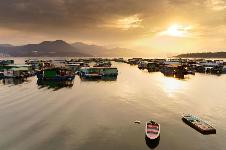 Golden moment on cloudy day 43 Golden Moments Sunset Tranquility Travel Photography Tranquil Scene Boat Relaxing Outdoors Enjoying Life Travel Destinations HongKong Golden Hour Landscape Village