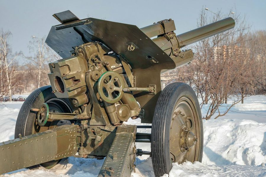122 mm (4.8 inch) howitzer M1938 (M-30). Siberia Russia Howitzer Big Gun Gun Field Howitzer Weapons Of War Weapon Artillery Artillery Weapon Artillery Monument Kemerovo Outdoors Snow Day No People Cold Temperature Winter