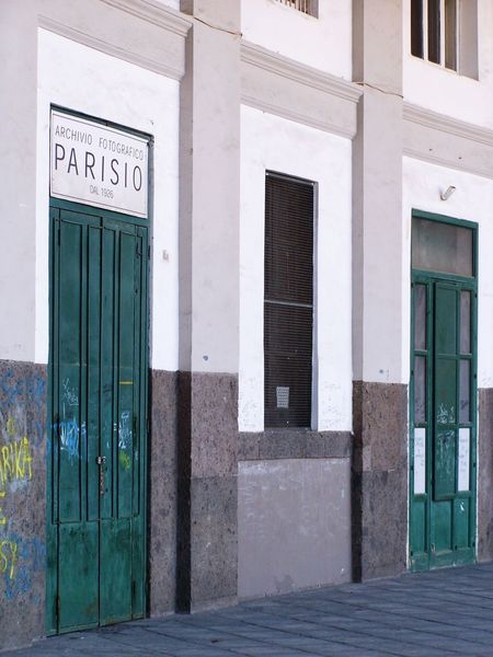 Building Exterior Built Structure Architecture Text No People Archive Photography Napoli Green Green Color Streetphotography Street Photography Italy Naples Graffiti Parisio Fotografico Archivio Fotografico