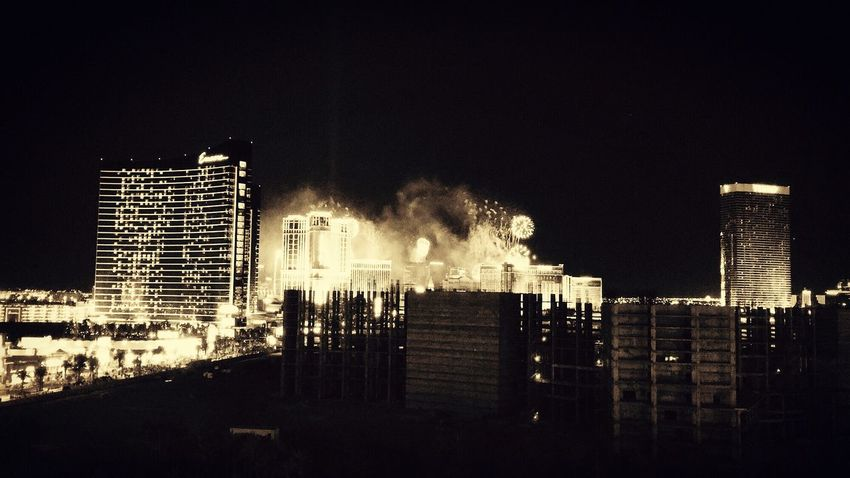 NYE IPhoneography Enjoying Life ¡Eyeem Addict! Iphone6splus Las Vegas Las Vegas Blvd Wynn Hotel, Las Vegas Enjoying The View