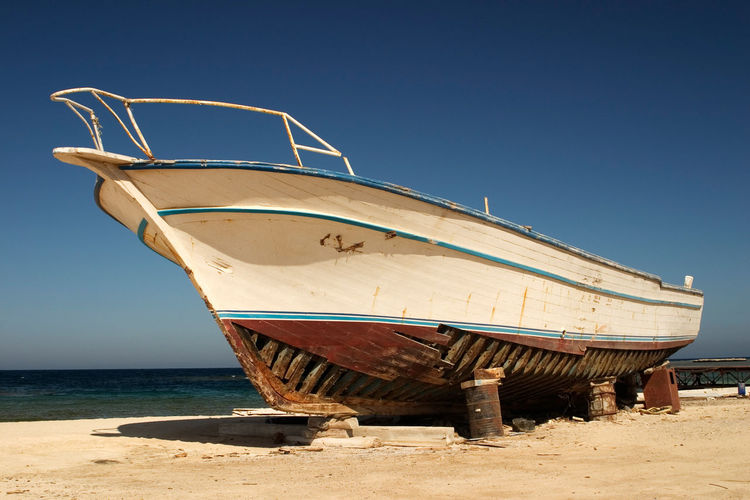 wrecked Boat at Red Sea Beach, Egypt Damage Egypt North Africa Schiffswrack Totalschaden Wrack Wreck Arabia Beach Berrel Blue Sky Boat Bootswrack Damaged Damaged And Wrecked Horizon Landscape Marode Nautical Nautical Vessel Red Sea Sea Ship Wrecked Yacht