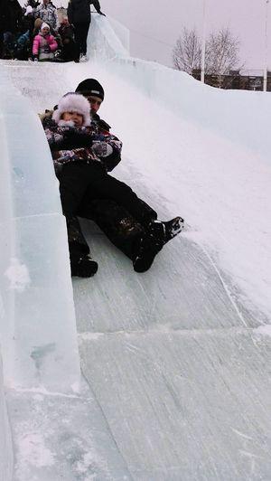 иногда достаточно запаха снега чтоб вернутся в детство))))