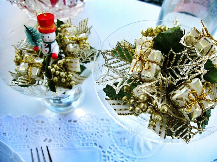 Christmas table decorations. Unykaphoto Christmas Spirit Vintage Christmas Christmastime Christmas Christmas Decorations Vintage Christmas Decorations Christmas Table HolidayMarketing Celebration