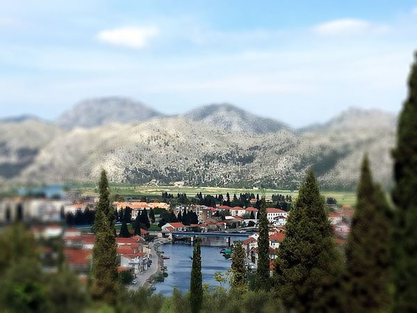 Domivina Heimat Home ❤️ Vacations View Eyeemvision EyeEmNewHere EyeEmBestPics EyeEm Nature Lover Kroatien Neretva Croatia Water Sky Cloud - Sky Nature Architecture Built Structure Day Mountain Plant No People Building Exterior Reflection Outdoors Waterfront Lake Building Tree City